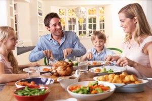 family-dinner-fun